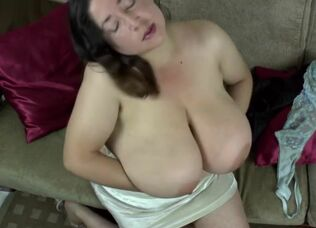 Mature aunty boobs